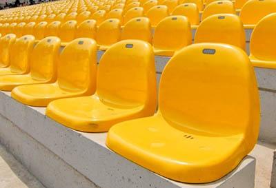 Jednoduché sedačky pro tribuny